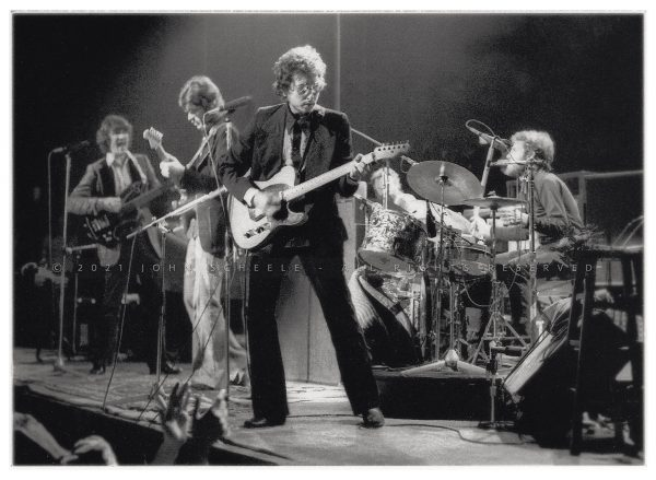Bob Dylan and the Band (1974) © John Scheele